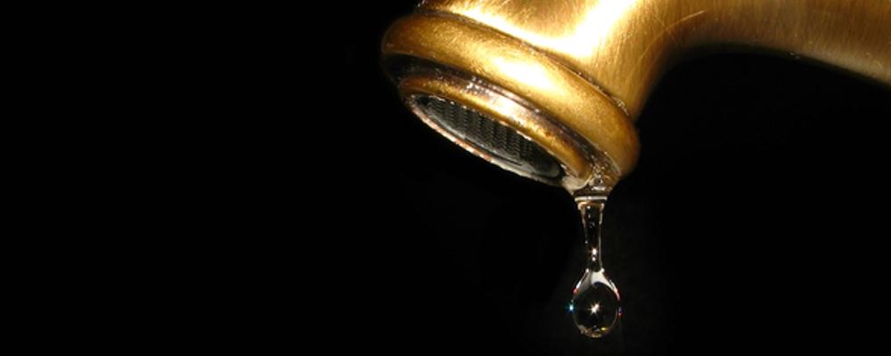 kropla wody z kranu