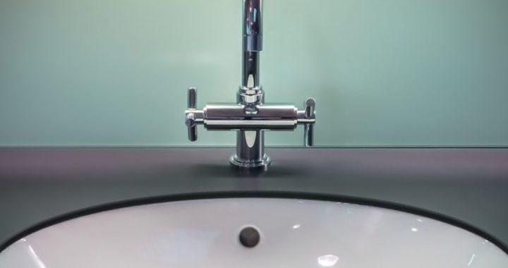 zlew-kran-woda-zmiekczacz